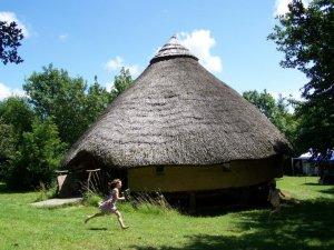 roundhouse-running-girl